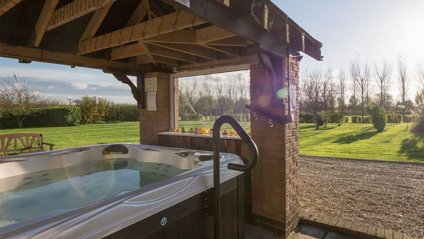Hot Tub Cottage Breaks - Up to 10% Volunteer & Charity Workers discount
