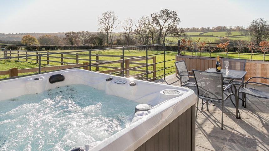 Hot Tub Breaks - From £295 + up to 10% Volunteer & Charity Workers discount